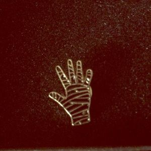 Gold Mummy hand pin 13$ or part of the 3 for 20$
